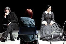 """""""Clara und Robert Schumann, Paartherapie (mit Klavier!)"""". Mit Sabine Fischmann, Thorsten Larbig und Birgitta Linde."""