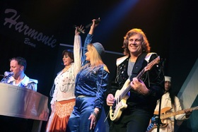 Bild: WATERLOO – THE ABBA SHOW - A Tribute to ABBA mit ABBA Review