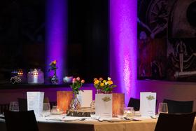 Bild: Comedy Dinner - Exkl. COMEDY + DINNER - 3 GÄNGE MENÜ & 3 COMEDIANS