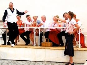 Bild: Der Weißenburger Jedermoo - Rathausspiele im Rathaus-Innenhof von Fitzgerald Kusz