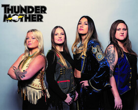 Bild: Thundermother - HEAT WAVE TOUR 2020