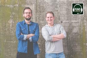 """Bild: FUMS & GRÄTSCH - """"Keine Taktik, kaum Talent - FUMS & GRÄTSCH der Fußballpodcast – LIVE"""""""