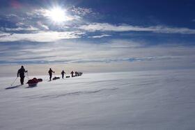 Bild: Robby Clemens: Zu Fuß vom Nordpol in die Antarktis