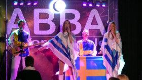 Bild: ABBA Unforgettable Open Air - bei schlechter Wettervorhersage Verlegung ins Kurtheater