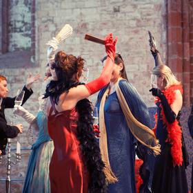 Bild: Die lustige Witwe – Operette von Franz Lehár