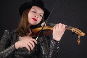 Bild: Mandy Bartlett - Eine Virtuosin auf der e-violine