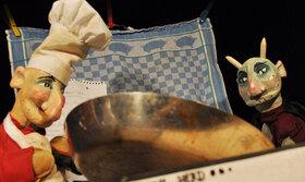 Bild: Kasper backt Pfannkuchen