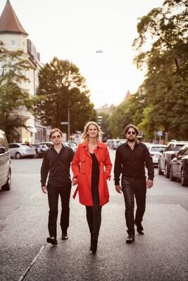 """Bild: Lucy van Kuhl und die """"Es-Chord-Band"""" - Alles auf Liebe"""