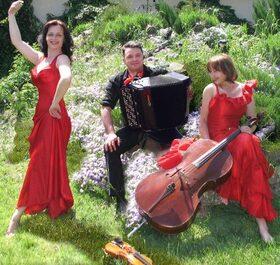 """Bild: Besonderes Konzert im Garten - """"Mit Classic Review um die Welt"""" - Premiere"""