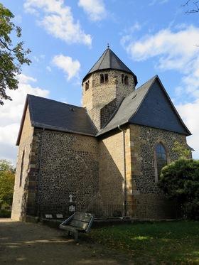 Bild: Der Schiffenberg und seine Basilika