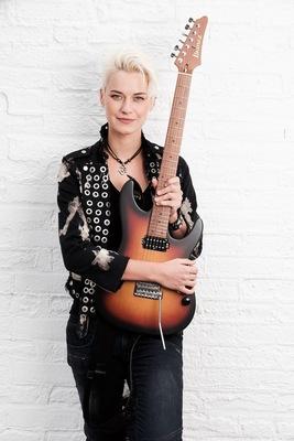 Bild: Yasi Hofer & Band // Support: Pale Heart - Im Herzen Blues Rocker
