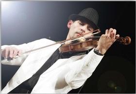Bild: Geigenkonzert im Garten mit Marcin Diling - Bezaubernde Klänge