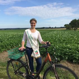 Radtour zum Hof mit Heidekartoffelkönigin Nadine