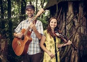 Bild: Tim McMillan / Rachel Snow (Australien) Moderne Songs und Instrumentals auf Gitarre und Geige