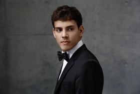 Bild: Klavierabend zum Jahreswechsel - Aaron Pilsan