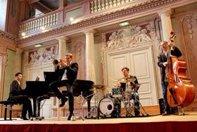 Bild: Swinging Christmas - Milestones Quartett & Pia Holy