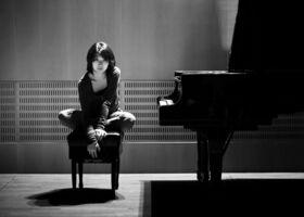 """Bild: Claire Huangci Et CHAARTS Solisten - """"Happy Birthday Ludwig!"""""""