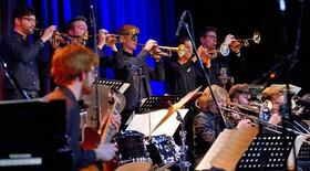 Swing, Funk, Soul & Latin Revue mit der Dresden Bigband und dem JJO NRW