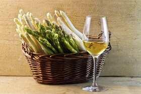 Bild: Spargel & Wein