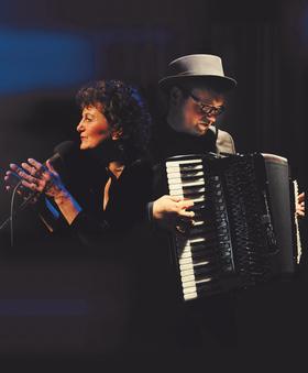 Bild: Julia Kock chante Piaf