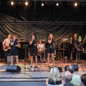 Bild: Harmony & Sound mit Tim Beck und Band