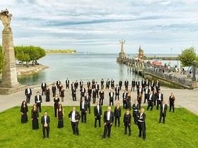 Neujahrskonzert  2022 - Südwestdeutsche Philharmonie Konstanz; Yorgos Ziavras Leitung; Insa Pijanka Moderation