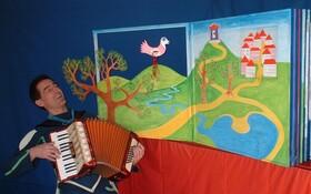 Bild: Pira fliegt durchs Wunderbuch - Kindertheater TamBambura