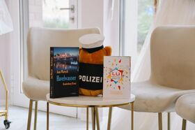 Bild: Kaffeerunde im Gasthof zum Löwen - mit Carla, Gregor & Ihren Gästen