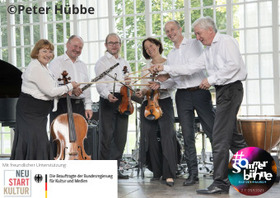 Bild: Toshie Seo Quintett / Staatsbad Orchester - Zwei Geigen laden zum Träumen ein