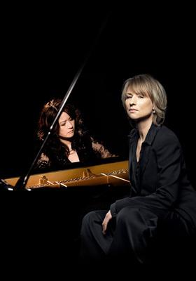 """Bild: Corinna Harfouch, Rezitation; Hideyo Harada, Klavier - """"O Asia, das Echo von dir"""""""
