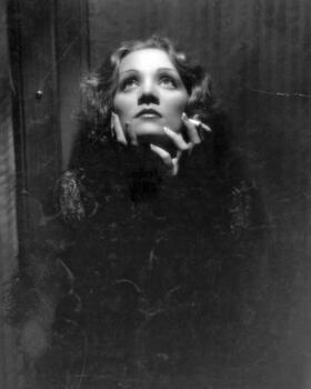 Bild: Patricia Prawit liest aus Nachtgedanken von Marlene Dietrich
