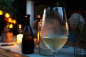 Bild: Weinerlebnis trifft Genusskultur - Weinprobe mit regionalen Leckerbissen