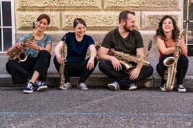 Bild: Grazias Saxophone Quartett - Saxophon-Quartett kommt mit Bass und Schlagzeug