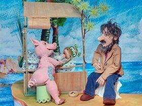 Bild: Urmel schlüpft aus dem Ei - Musical mit Figuren