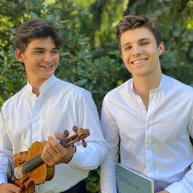 Bild: Simon Haje und Leonard Toschev spielen virtuose Kompositionen