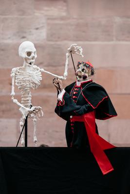 Bild: Neuer Heidelberger Totentanz - Marionettenoper im Säulensaal