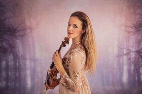Bild: Edle Klänge: Lada Fedorova - Virtuosen auf Meisterinstrumenten: Aus Tschechien von Herzen