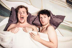 Zwei Männer ganz nackt