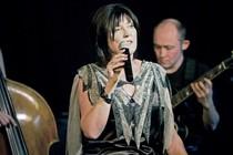 Bild: Live Jazz in der Galli Theater Lounge - TRICIA LEONARD (vocal) & JOHN BRUNTON (gitarre)