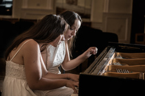 Bild: Klavier-Duo Ani & Nia Sulkhanishvili