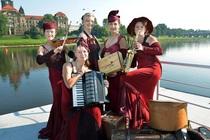 Bild: Dresdner Salon Damen - Mit Musik geht alles besser