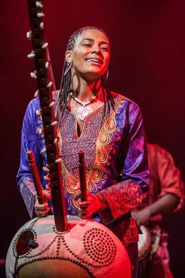 Bild: Sona Jobarteh & Band