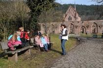 Bild: Das Kloster mit Kinderaugen erkundet