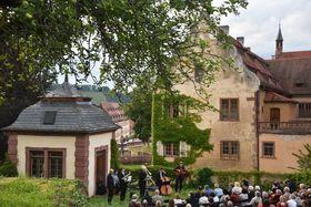Bild: 47. Bronnbacher Kreuzgangserenade - Wandelkonzert -