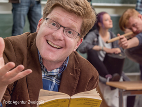 Bild: Kabarett mit Herrn Schröder: World of Lehrkraft