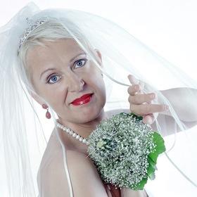 Bild: Von der Göttin zur Gattin - Kabarett mit Lioba Albus