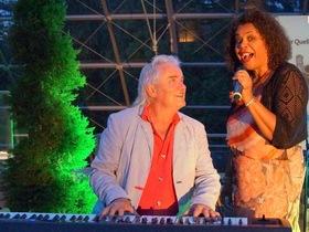Bild: Fly me to the moon - das besondere Konzert - Mondkonzert mit Sandy Williams & Henry Uebel