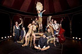 Bild: Scotch & Soda - Zirkus, Jazz und reichlich Tempo