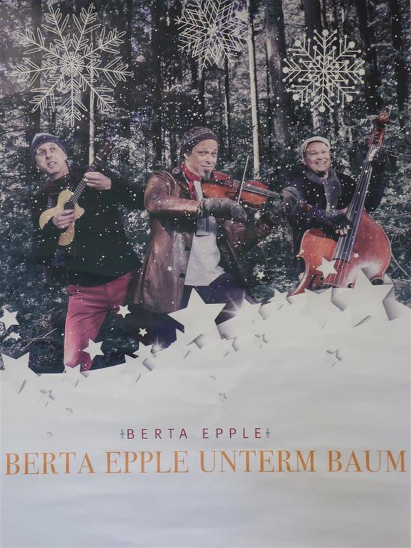 Berta Epple - Berta Epple unterm Baum (1)