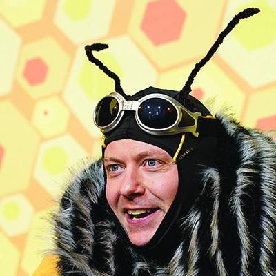 SUMM SUMM! Ein bestechend vergnüglicher Theaterabend über Bienen